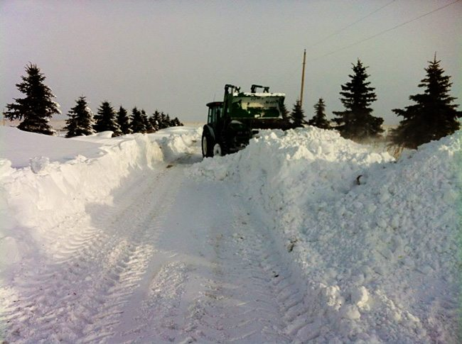 Tractor-in-driveway-of-snow-WEB